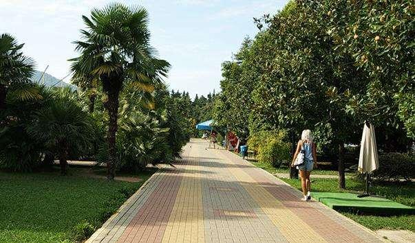 Лазаревський парк