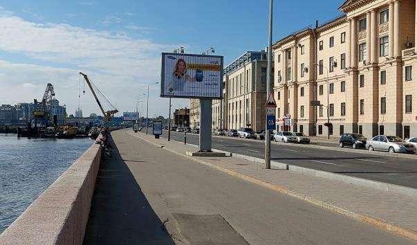 Арсенальна набережна в Санкт-Петербурзі