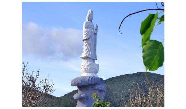 Статуя Богині Милосердя