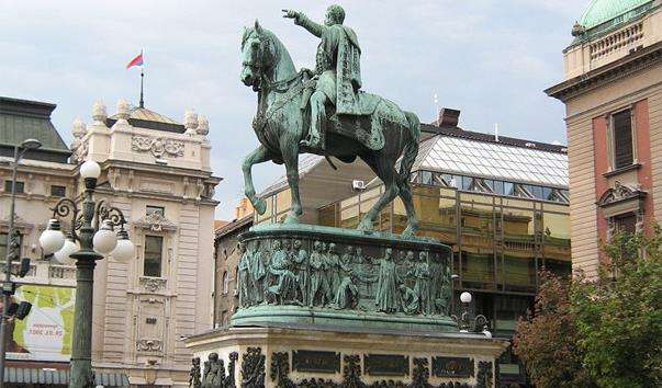 Памятник Князю Михайло