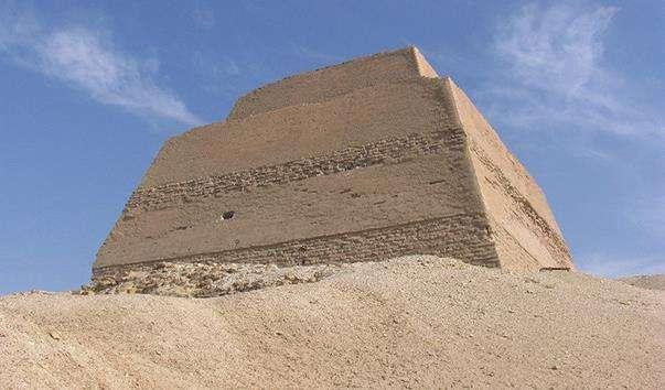 Піраміда в Медуме