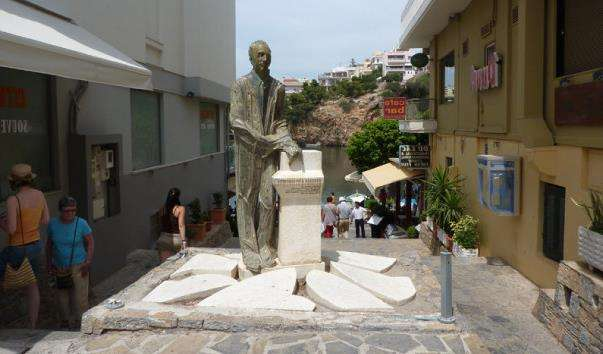 Памятник Руссосу Кундуросу